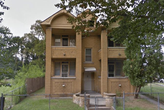 בניין 4 יחידות מושכרות Belleterre Ave